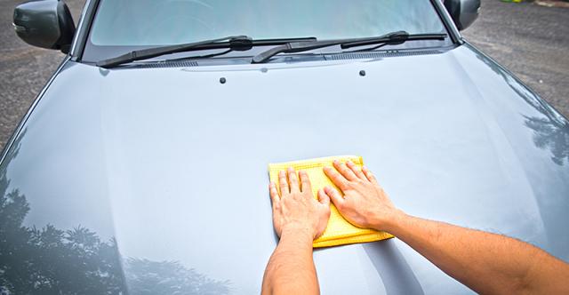 Empêchez le soleil d'endommager la finition d'usine de votre voiture